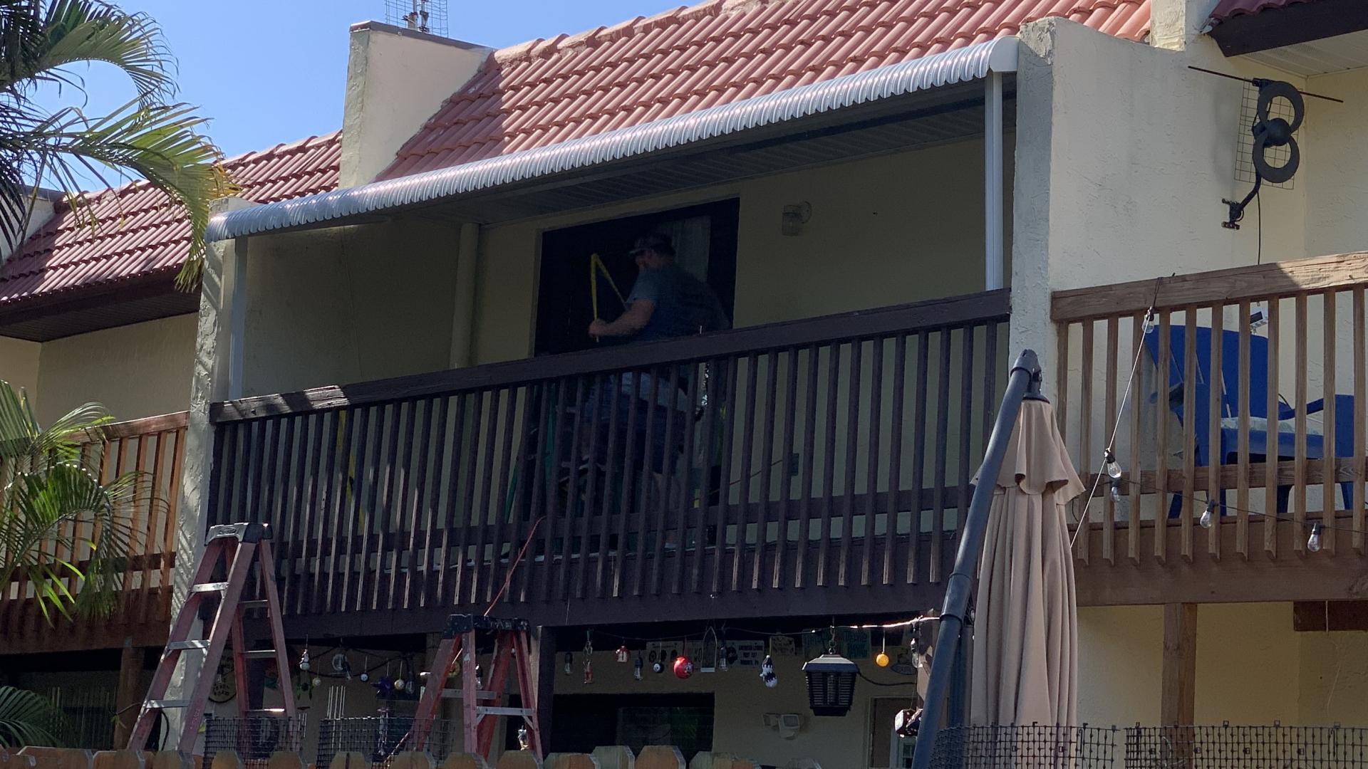 custom aluminum balcony awning 2