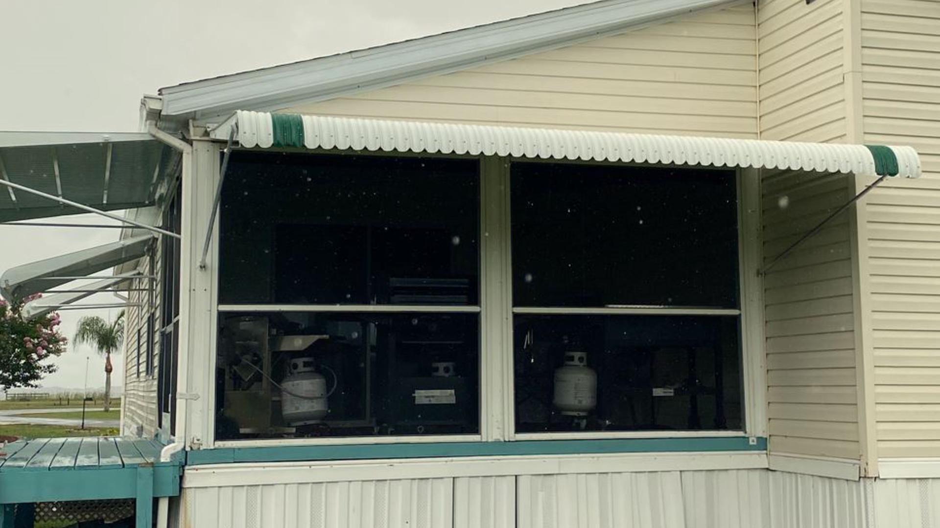 custom aluminum awning 3